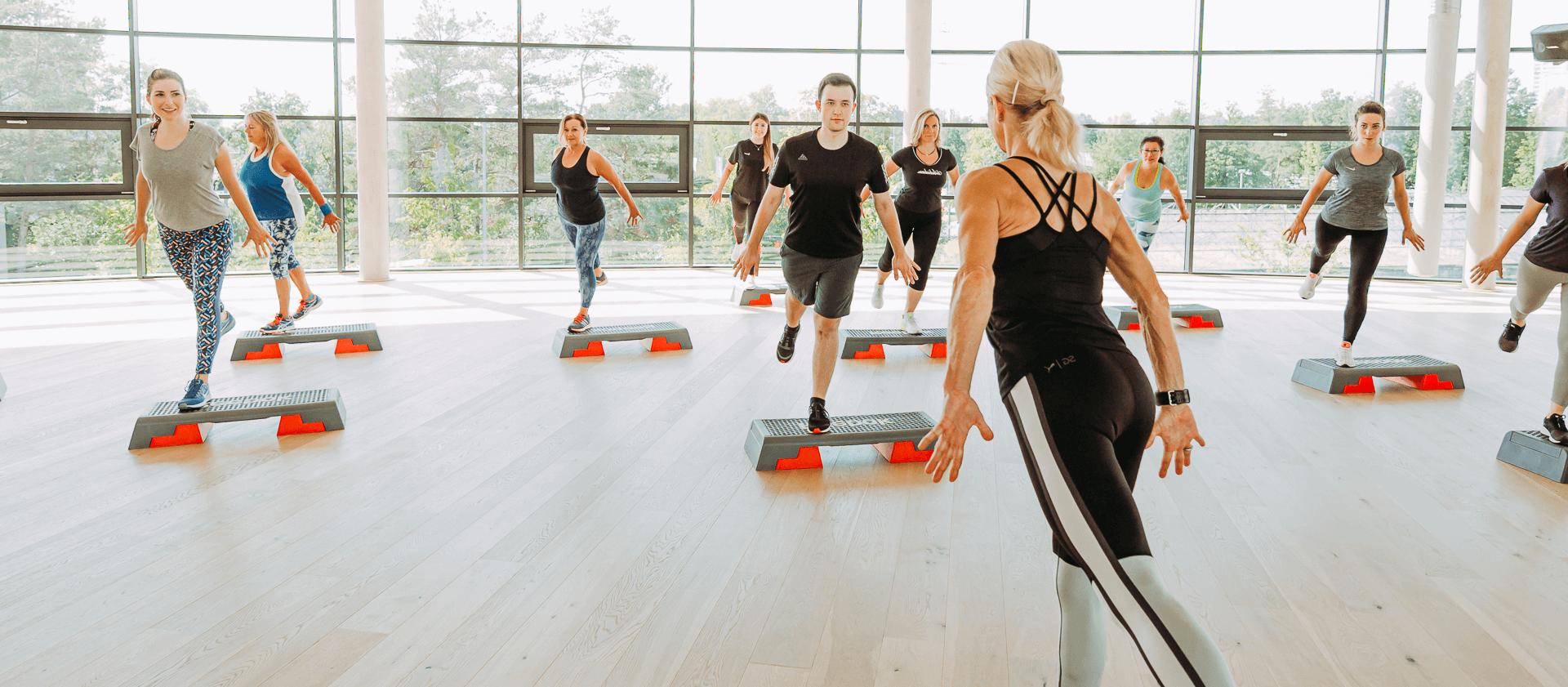 Aerobic-Kurs zur Fettverbrennung Abnehmen tanzen